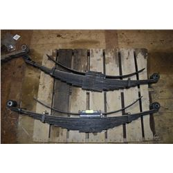 FT.MAC: LOT OF 2 NEW FORD F-550 REAR SPRINGS