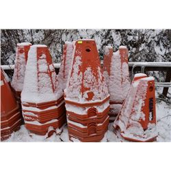 """FT.MAC: LOT OF 80 ELECTRICAL CABLE PYLONS, 32"""" HIGH"""