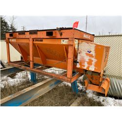 FT.MAC: MONROE SPREADER WITH ELECTRIC START GAS