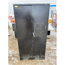 FT.MAC: 2 DOOR METAL LOCKING CABINET, NO KEYS
