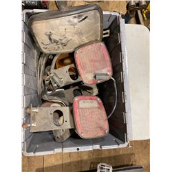 FT.MAC: TOTE OF ASSORTED TAIL LIGHTS & TOW MIRRORS