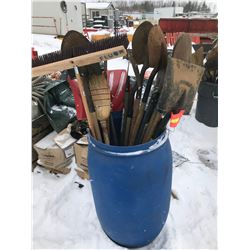 FT.MAC: ASSORTED BROOMS, SHOVELS, SCRAPERS