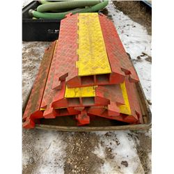 FT.MAC: LOT OF 5 CABLE RAMPS