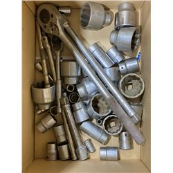 SH. PARK: ASSORTED 1/2 AND 3/4 INCH DRIVE SOCKETS