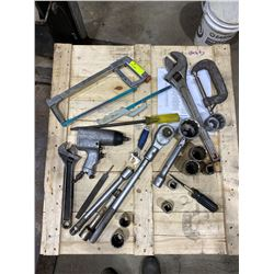 SH. PARK: LOT OF ASSORTED HAND TOOLS