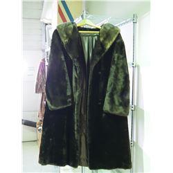 """Vintage Fur Coat (Dark Brown) (NO SIZE: Shoulder to Shoulder: 19"""" and 43"""" L)"""