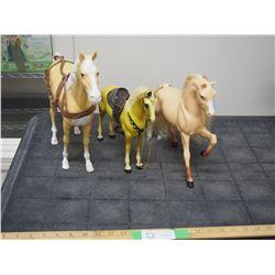 3 Horse Figurines (1 Broken Leg)