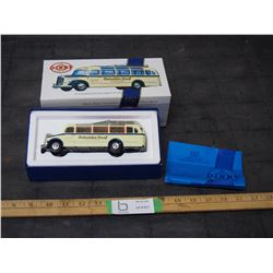 "Matchbox 1950 Mercedes Benz Diesel Bus (Dinky Collection) 6.75"" L in Original Box 1/50 Scale 1989"