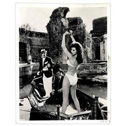Glossy 8'' x 10'' Press Photo of Raquel Welch in Bikini