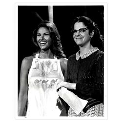 1977 NBC Press Photo of Raquel Welch With Gilda Radner