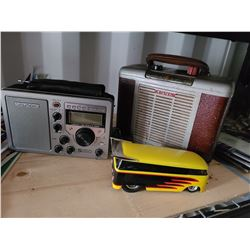 Vintage Arvin Radio and more. Cat A