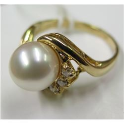Solid Gold, Pearl & Diamond Ring 4.8 grams (Tag $595)