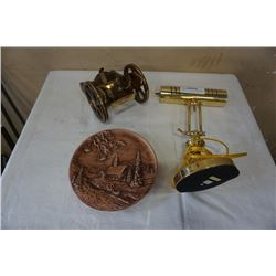 Brass and wood cannon bottle holder, bankers lamp and ceramic plate
