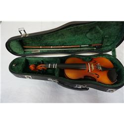 Suzuki kids size violin with case