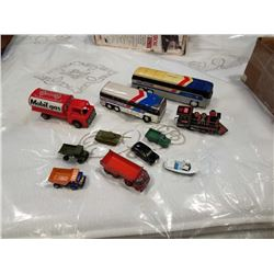 2 GREYHOUND BUSSES AND LOT OF CORGI, LESNEY, MATCHBOX, ETC CARS