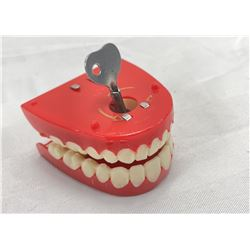 Plastic teeth windup toy
