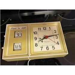 Retro Calendar Clock