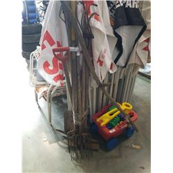 BUNDLE OF PICKAXES, PITCHFORKS AND GARDEN TOOLS