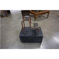 SMALL METAL STEP AND WOOD BOX