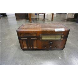 Vintage stewart warner tube radio