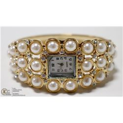WOMENS ELEGANT CUFF STYLE WRIST WATCH- GOLD TONE