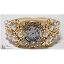 WOMENS ELEGANT CUFF STYLE WRIST WATCH- GOLD TONE/