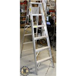 ALUMINUM STEP LADDER- 6'