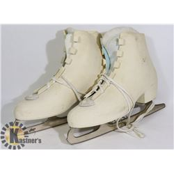 SCM WOMENS SKATES - SIZE 10 HARD SHELLED