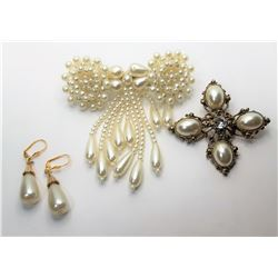 13)  SET OF PEARL ACCESSORIES, INCLUDES