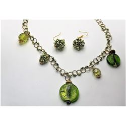 19)  GOLD TONE AND GREEN MURANO GLASS