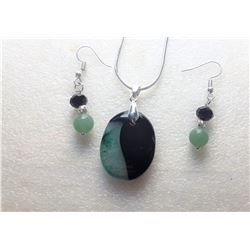 18)  BLACK CHERRY AND GREEN AGATE OVAL