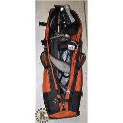 TAYLORMADE GOLF CLUB SET IN CLUB GLOVE CARRY BAG