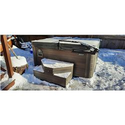 HYBRID BY BEACHCOMBER 8 MAN HOT TUB
