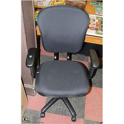 ALL BLACK HYDRAULIC LIFT OFFICE CHAIR