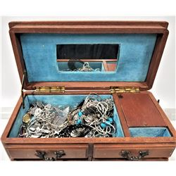 VINTAGE JEWELRY MUSIC BOX WITH CONTENTS
