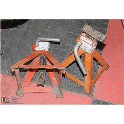 BOX WITH SET OF 2 METAL JACK STANDS -