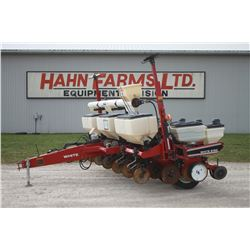 White 6106 6 row planter, dry fertilizer, Market cross auger, Yetter NT coulters, SM 3000 monitor
