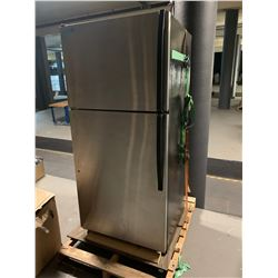 Whirlpool 18cuft. fridge