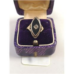 ANTIQUE 14KT GOLD RING WITH BLACK INLAID STONE AND