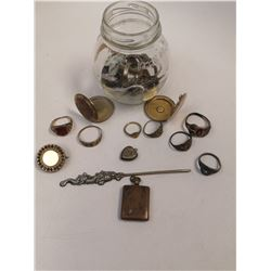 LARGE ASST OF ANTIQUE GOLD  RINGS AND JEWELLERY