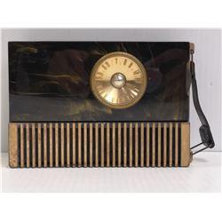 ANTIQUE SWIRL BAKELITE RCA PORTABLE TUBE RADIO