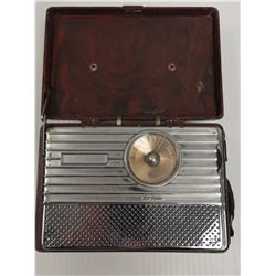 1940S RCA PORTABLE TUBE RADIO RED