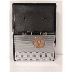 1940S RCA PORTABLE TUBE RADIO BLACK