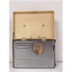 1940S RCA PORTABLE TUBE RADIO WHITE
