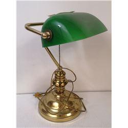 VINTAGE BRASS BANKERS DESK LAMP GREEN GLASS SHADE