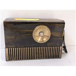 1940S SWIRL BAKELITE RCA TUBE RADIO