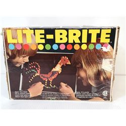 1976 LIGHT- BRITE SET WITH PEGS (USED)