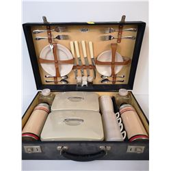 ENGLISH 1950S CASED PICNIC SET COMPLETE
