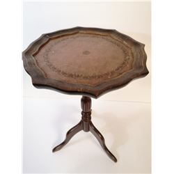 ANTIQUE LEATHER TOP OCCASIONAL TABLE.