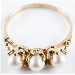 Estate Ladies 10kt Gold 3 Culture Pearl Ring.  Size 7 3/4